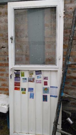 Vendo puerta de Chapa Con Ventana de Abrir