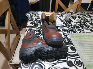 Vendo zapato de seguridad ombu número 40 nuevos color