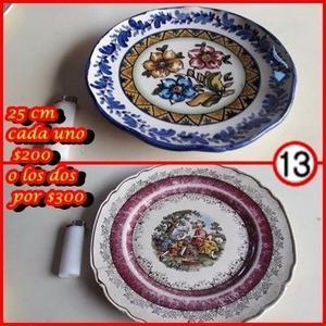 2 platos antiguos decorativos de 25 cm de diametro,