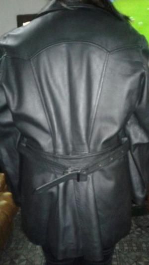 Campera de cuero negra para mujer
