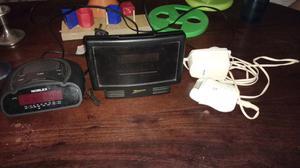 Dos radio reloj despertador y depiladora