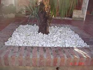 Piedra partida blanca para jardineria guidi design posot for Piedra marmol blanca