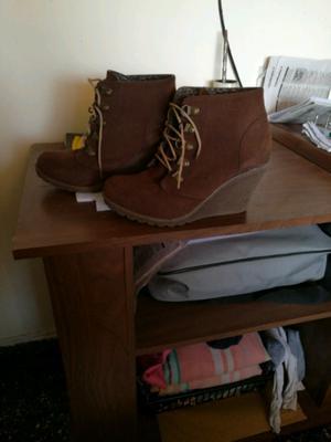 Vendo botas de mujer media caña de nobuk intactas