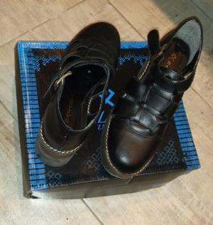 Zapatos Nazaria de cuero de mujer, talle 38