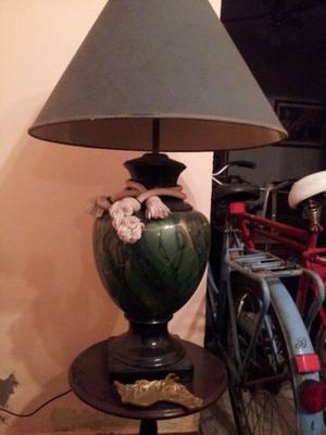 vendo lampara de mesa completa
