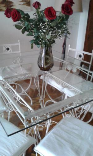 Juego mesa tapa vidrio y 6 sillas