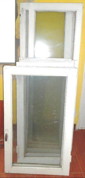 Vendo 4 ventanas antiguas de madera maciza