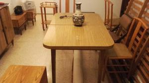 Vendo juego mesa c/ 4 sillas + baiut.