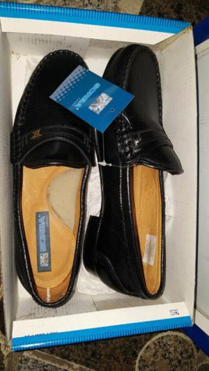 Zapatos nuevos,sin uso de cuero!!!