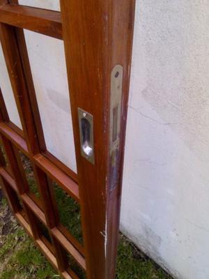 Excelente puerta vaiven cedro macizo posot class for Puerta doble madera