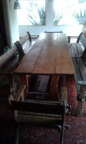 mesa con 6 bancos