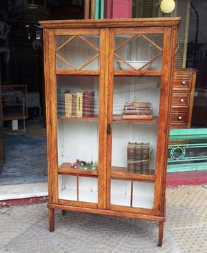 Biblioteca De Roble Lustrado Con Vidrios Repartidos
