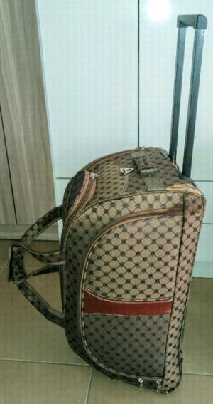 Bolso valija con rueditas y manija extensible x 250