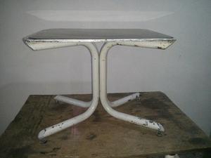 Mesa pequeña con centro de vidrio