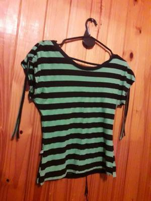 Remera a rayas negra y verde COMPLOT