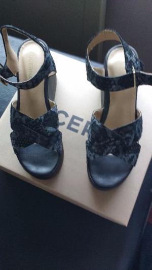 Sandalias de cuero negras con plataforma