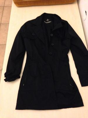 Trench color negro