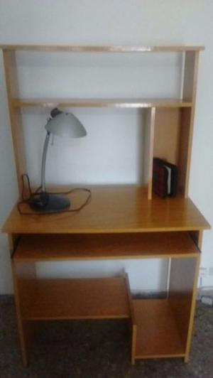 VENDO ESCRITORIO CON ALZADA PARA COMPU + lampara escritorio