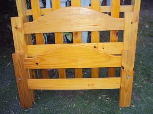 cama de pino macizo de una plaza barnizada, ¡impecable!