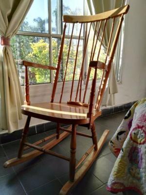 una silla mecedora