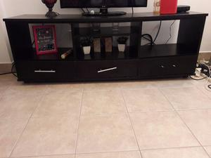 vendo mueble de tv color negro con rueditas
