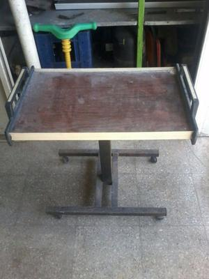 Mesa de tele con ruedas