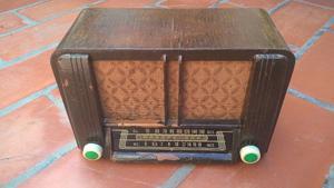 Radio antigua a valvulas Astor