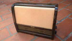 Radio antigua a valvulas Fapesa funcionando