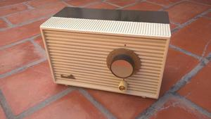 Radio antigua a válvulas Franklin FR funcionando