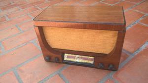 Radio antigua a válvulas Peabody restaurada y funcionando