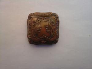 antiguo pastillero de bronce