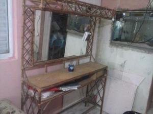 mueble de peluqueria de caña con espejo