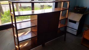 Antigua biblioteca en madera de cedro