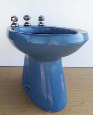 Bidet Ferrum Color Azul. Con Grifería Completa Funcionando.