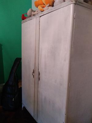 Ropero vintage de dos puertas
