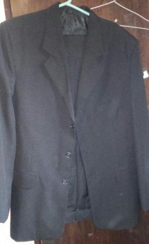 Traje negro talle 48 L muy poco uso