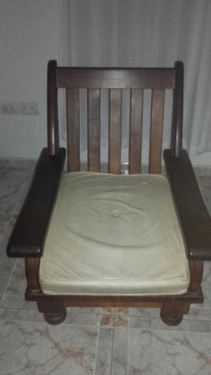 Juego de sillones de un cuerpo más mesa de algarrobo muy
