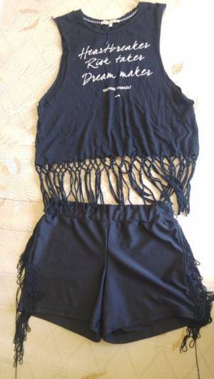 Pantaloncito y remera con flecos color negras