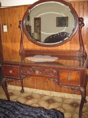 Vendo Juego de Dormitorio Luis XV Impecable
