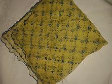 panuelo para cuello amarillo con diseño en celeste$100