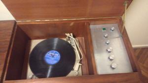 Combinado tocadiscos winco y radio alemana de válvulas