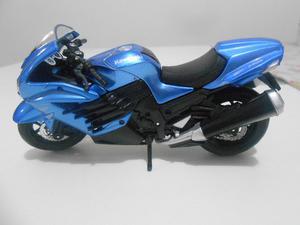 Moto a escala Kawasaki ZR 14R