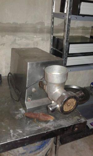 Máquina De picar carne y accesorio ralla pan y queso