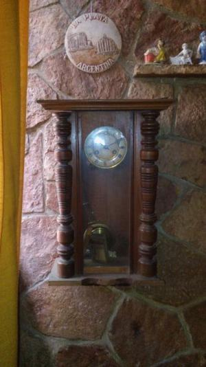 Reloj de pared de péndulo antiguo