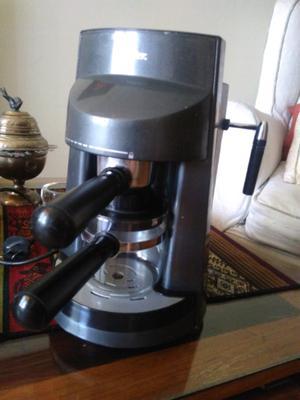 Cafetera Express 4 pocillos OSTER en Caja