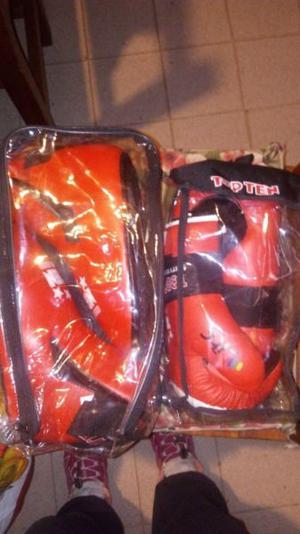 Set de guantes y protector de pies TOP TEN taekwondo ITF