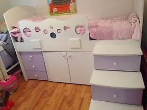 Vendo cama cucheta con escalera