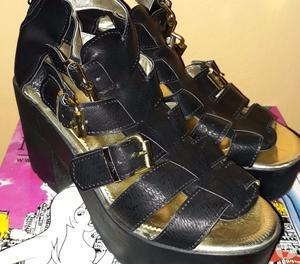 Vendo sandalias de plataformas negras. Número 39