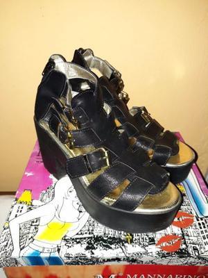 Vendo sandalias de plataformas negras. Talle:39.