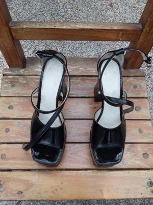 Vendo sandalias de vinilo grueso!